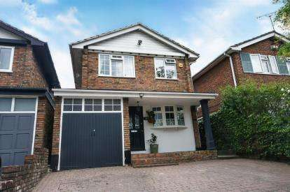 4 Bedrooms Detached House for sale in Rayleigh, Essex, .
