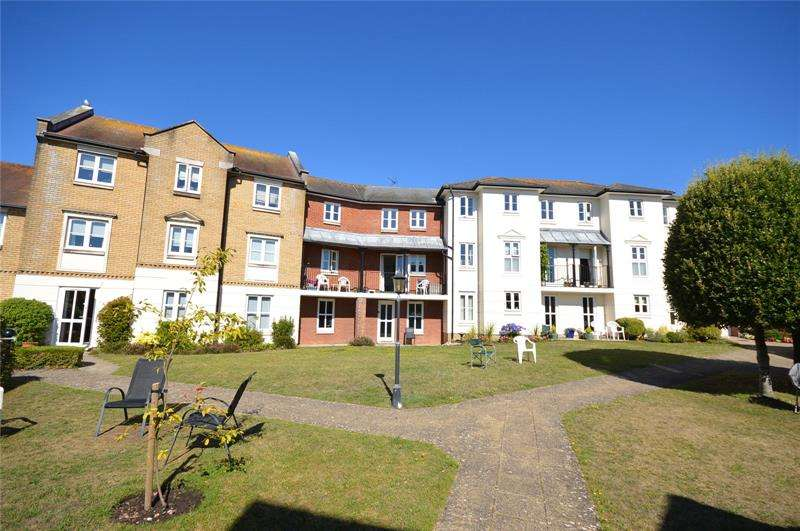 1 Bedroom Apartment Flat for sale in Bucklers Court, Anchorage Way, Lymington, Hampshire, SO41