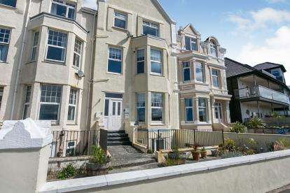 2 Bedrooms Flat for sale in Cressington, West Parade, Llandudno, Conwy, LL30