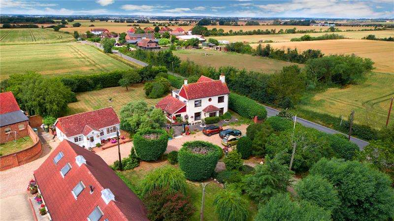 7 Bedrooms Detached House for sale in Burtons Farm, Barling Magna, SS3