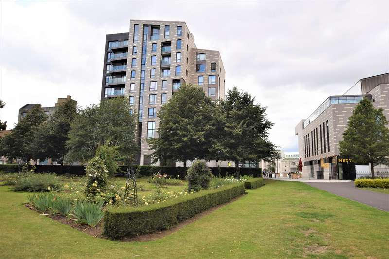 3 Bedrooms Flat for sale in Park Walk, Southampton, SO14 7BL