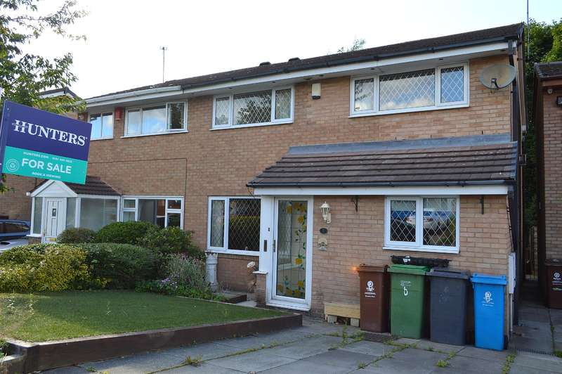 4 Bedrooms Semi Detached House for sale in Penthorpe Drive, Royton, Oldham, OL2 6JL