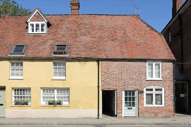 3 Bedrooms End Of Terrace House for sale in Church Street, Whitchurch