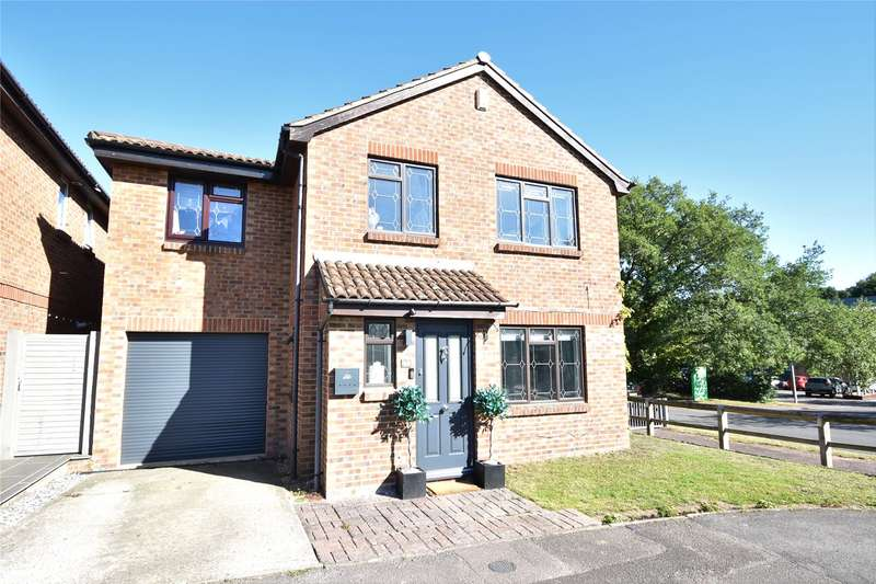 5 Bedrooms Detached House for sale in Larch Way, Farnborough, Hampshire, GU14