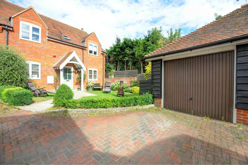4 Bedrooms Semi Detached House for sale in Bennetts Yard, Kingston Blount