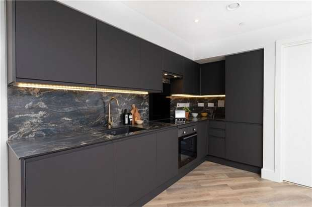 3 Bedrooms Flat for sale in REGENTS PLAZA Penthouses, Gosforth, Newcastle