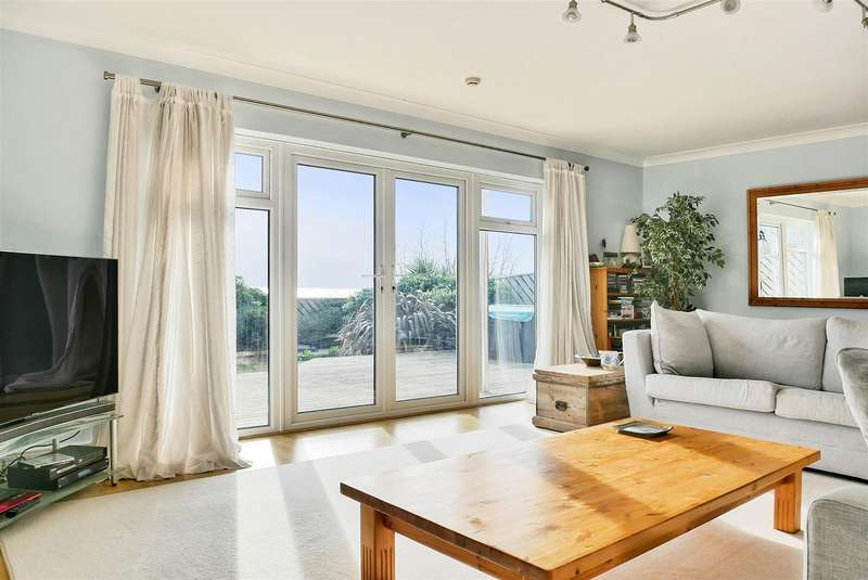 5 Bedrooms Detached House for sale in Summerley Private Estate, Felpham