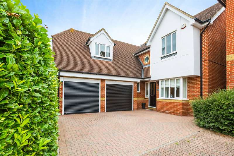 5 Bedrooms Detached House for sale in Britten Close, Langdon Hills, Essex, SS16