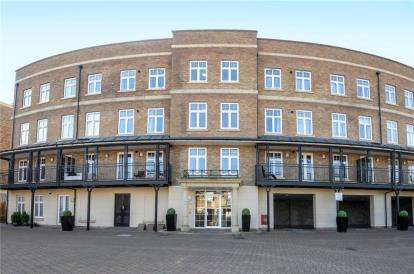 2 Bedrooms Flat for sale in Evelyn Court, 4 Jefferson Place, Bromley