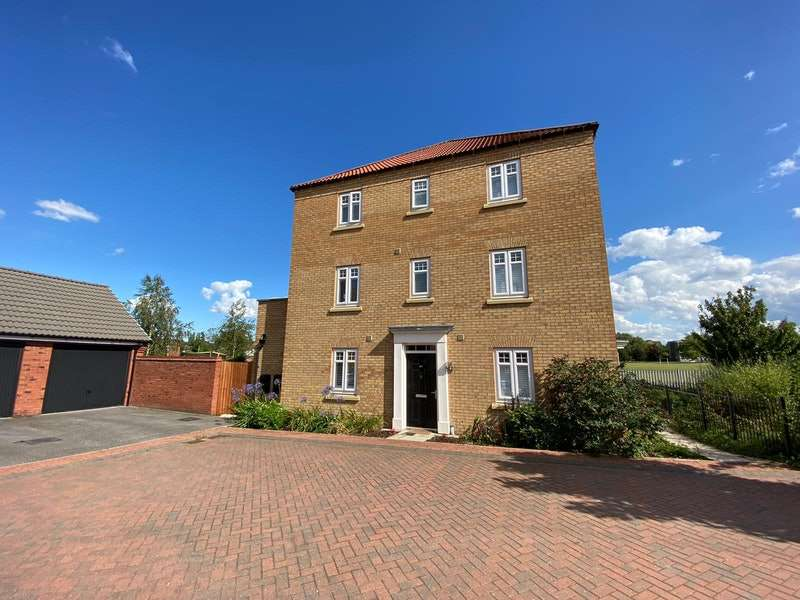 4 Bedrooms Semi Detached House for sale in Derwent Drive, Doncaster, South Yorkshire, DN4