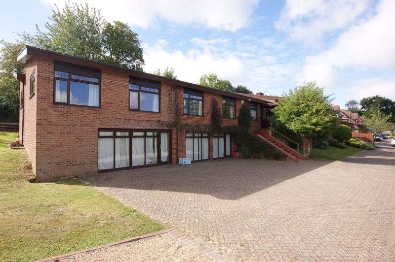 6 Bedrooms Property for sale in Riverside Avenue, Wallington