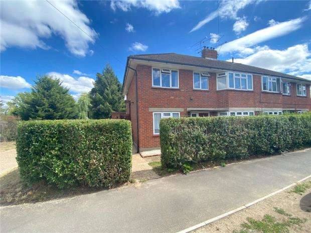 2 Bedrooms Maisonette Flat for sale in Stubbs Moor Road, Farnborough, Hampshire