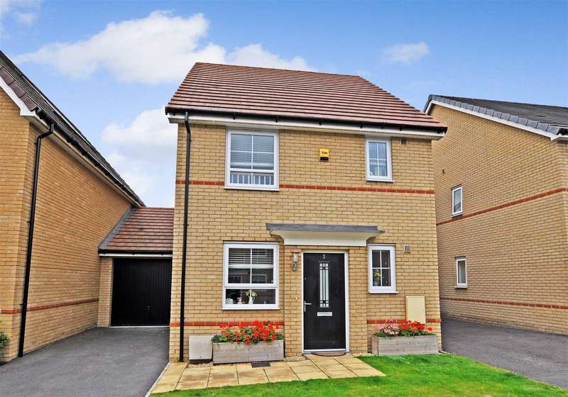 3 Bedrooms Detached House for sale in Augusta Road, Stanford-Le-Hope