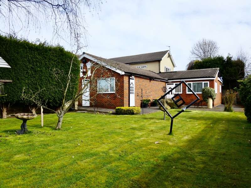 3 Bedrooms Detached House for sale in Stubbin Road, Rotherham, South Yorkshire, S62