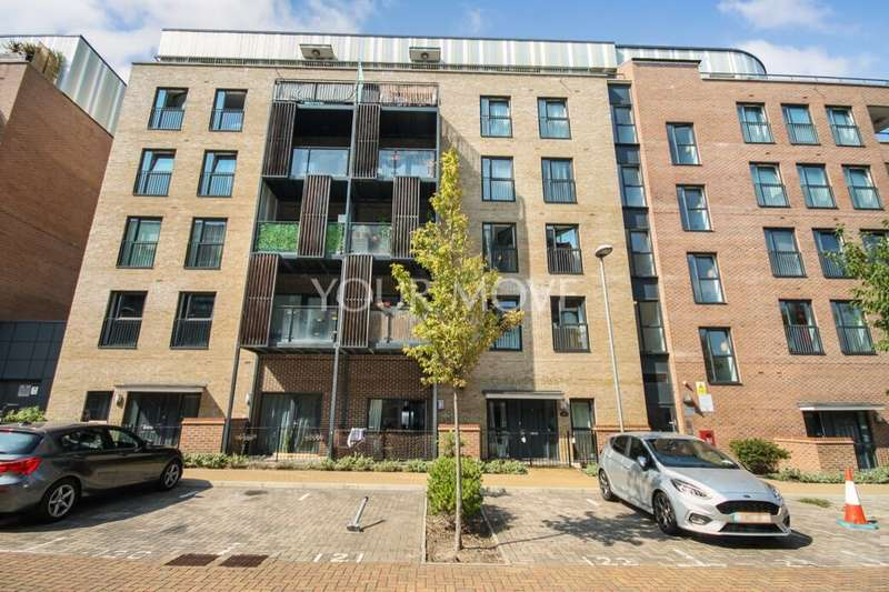 2 Bedrooms Flat for sale in Maxwell Road, Romford, RM7