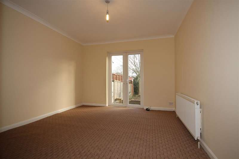 4 Bedrooms Semi Detached House for rent in St Andrews Road, East Acton, W3 7NF