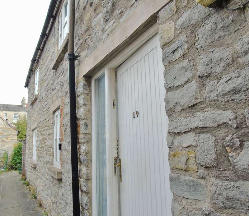 2 Bedrooms Semi Detached House for sale in Silver Street, Glastonbury
