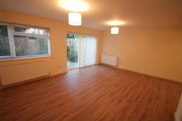 3 Bedrooms Terraced House for rent in Oxford Gardens, Whetstone, N20