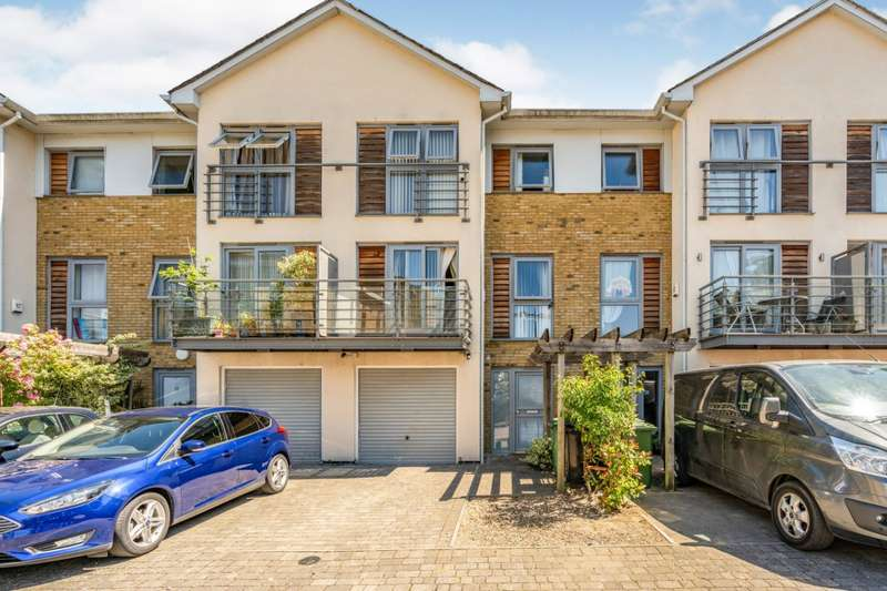 5 Bedrooms House for sale in Arundel Square, Maidstone, Kent, ME15