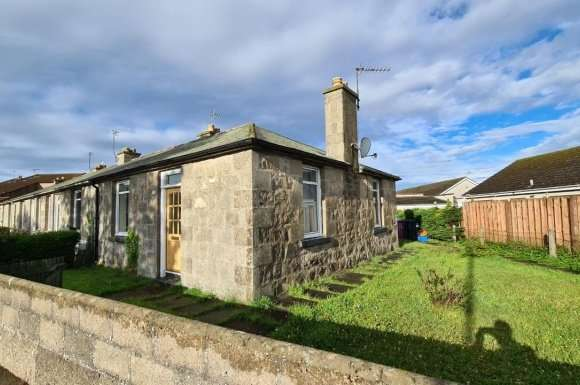 2 Bedrooms Bungalow for sale in Elgin Road, Lossiemouth