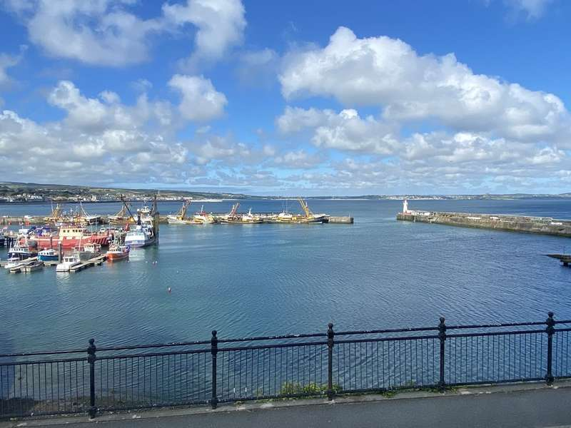3 Bedrooms Terraced House for sale in Fore Street, Newlyn