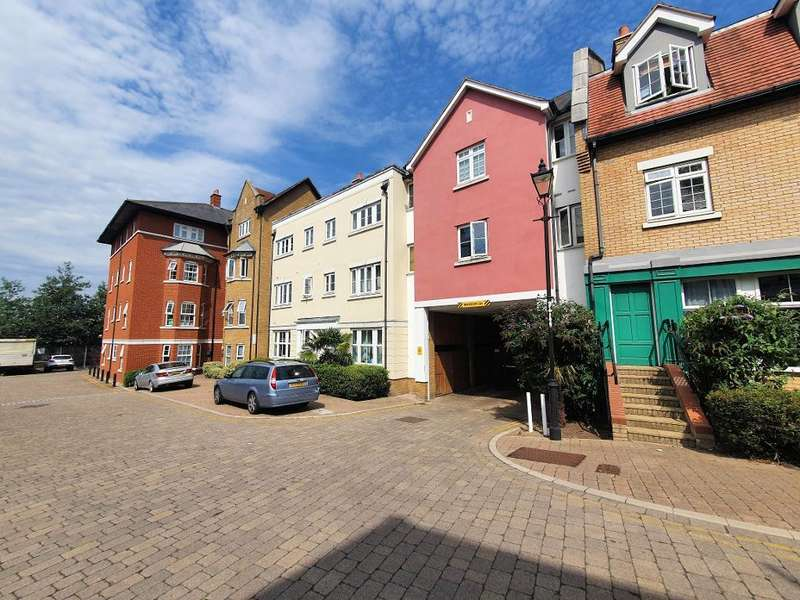 2 Bedrooms Flat for sale in Roche Close, Rochford, Essex, SS4 1PW