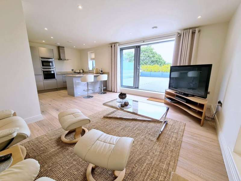 2 Bedrooms Apartment Flat for sale in TOWN CENTRE, Ringwood, BH24 1JD