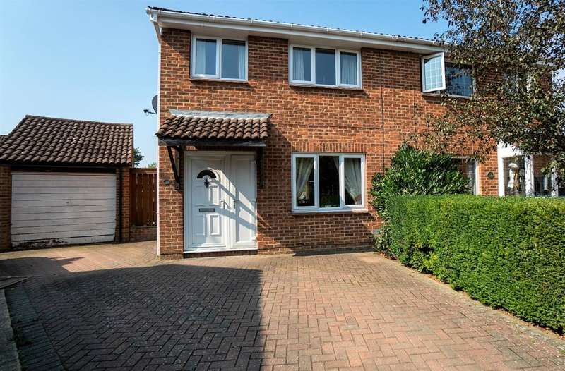 3 Bedrooms Semi Detached House for sale in Lakemead, Singleton, Ashford, Kent, TN23 4XZ