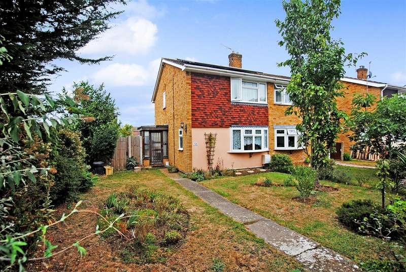 3 Bedrooms Semi Detached House for sale in Raven Drive, Benfleet