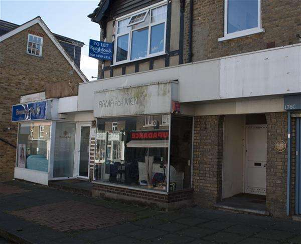 Property for rent in Queens Road, Buckhurst Hill, Buckhurst Hill, Essex, IG9 5BD