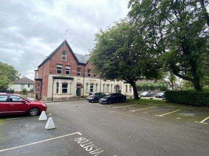 2 Bedrooms Flat for sale in Neilston Rise, Lostock, Bolton, Greater Manchester, BL1