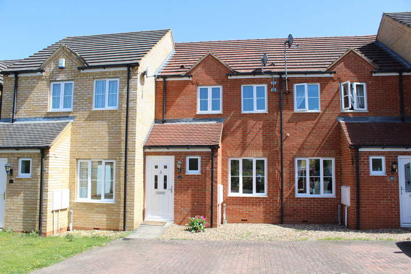 2 Bedrooms Terraced House for sale in Pipit Close