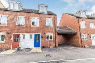 3 Bedrooms Semi Detached House for sale in Christmas Street, Gillingham, Kent