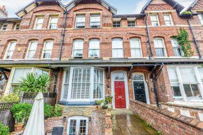 5 Bedrooms Terraced House for sale in St. Annes Road East, Lytham St Annes, Lancashire, FY8