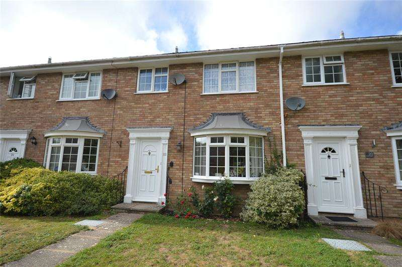 3 Bedrooms Terraced House for sale in Grafton Gardens, Pennington, Lymington, Hampshire, SO41