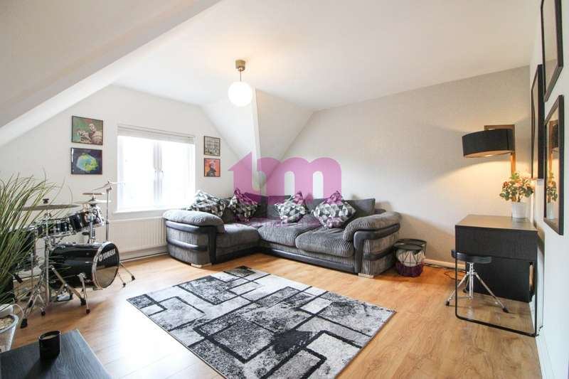 2 Bedrooms Flat for sale in Palmers Avenue, Grays