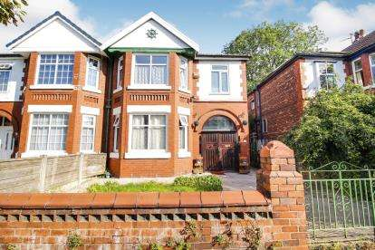 4 Bedrooms Semi Detached House for sale in Park Range, Manchester, Greater Manchester, Uk
