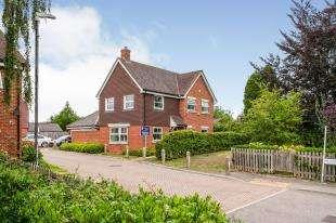 3 Bedrooms Detached House for sale in Warren Gardens, Hadlow, Tonbridge, Kent