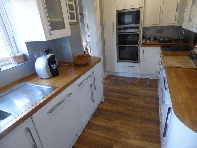 4 Bedrooms Property for rent in Poulton Avenue, Sutton