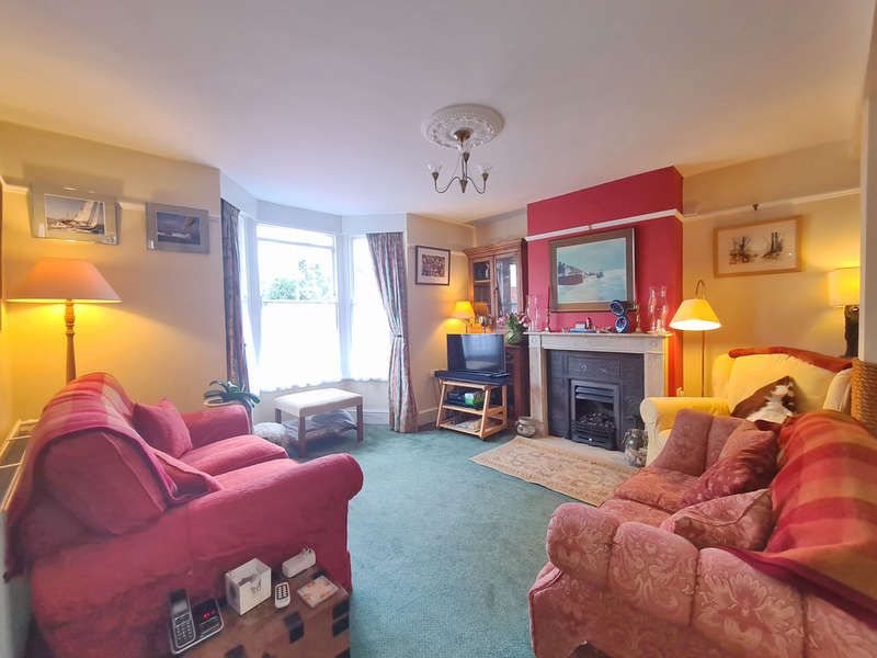 3 Bedrooms Semi Detached House for sale in Riverside Road, Burnham-on-Crouch