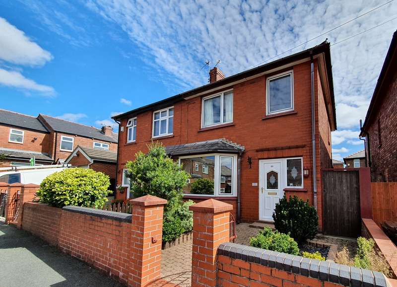 3 Bedrooms Semi Detached House for sale in Queensway, Wigan, WN1