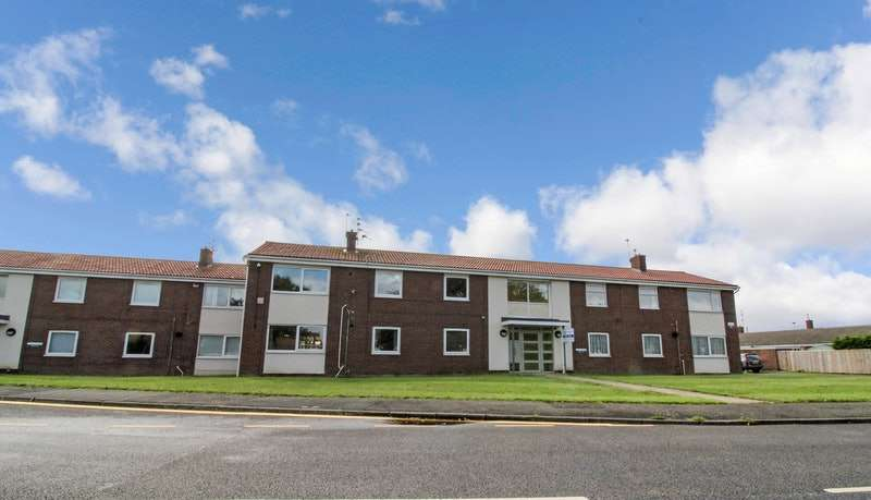2 Bedrooms Flat for sale in Manley View, Ashington, Northumberland, NE63
