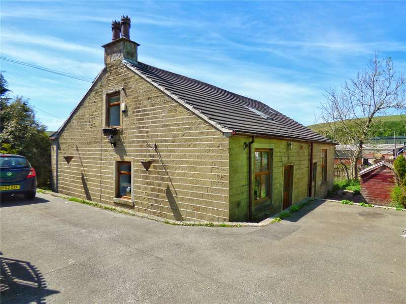 3 Bedrooms Detached House for sale in Burnley Road, Dunnockshaw, Burnley, BB11