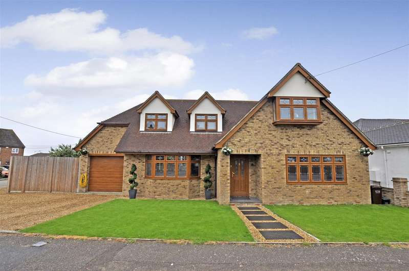 4 Bedrooms Detached House for sale in Hall Farm Road, Benfleet