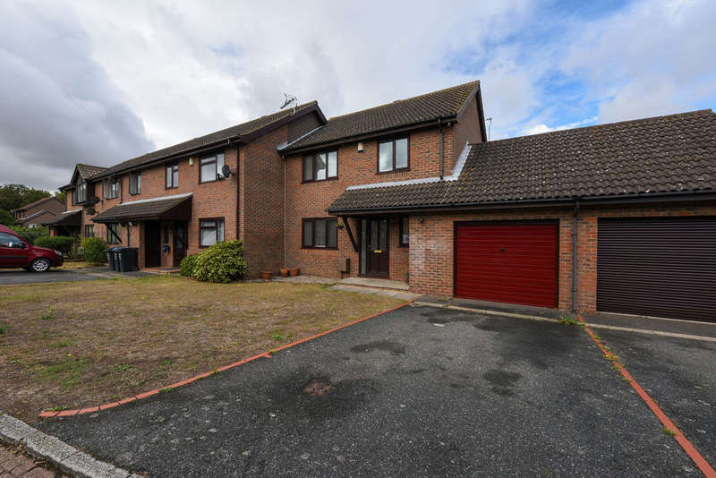 3 Bedrooms Semi Detached House for sale in Musgrave Close, Manston