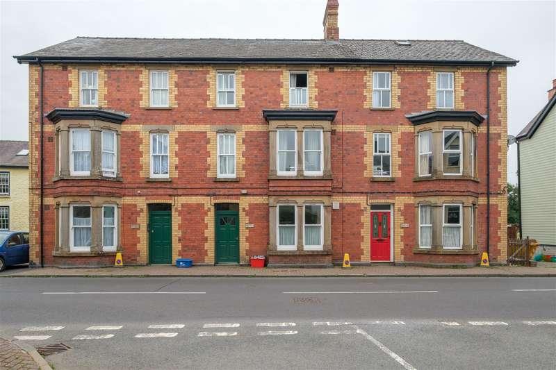 1 Bedroom Flat for sale in Irfon Crescent, Llanwrtyd Wells, LD5 4ST
