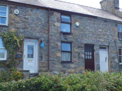 2 Bedrooms Terraced House for sale in New Street, Trefor, Caernarfon, Gwynedd, LL54