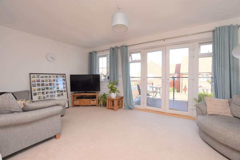 2 Bedrooms Flat for sale in Nuthatch Drive, Finberry