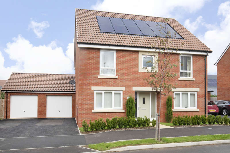 4 Bedrooms Detached House for sale in Barleyfields Avenue, Bishops Cleeve GL52 8FL