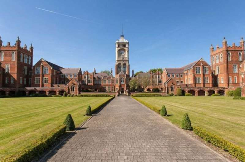 2 Bedrooms Apartment Flat for sale in Washington House, Bushey